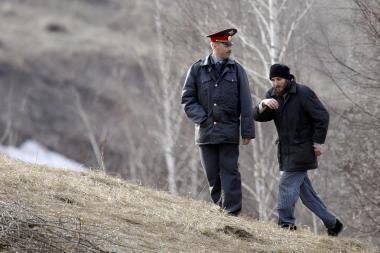 Rusija: milicijos karininkas nušovė žmogų už netyčia nulaužtą veidrodėlį