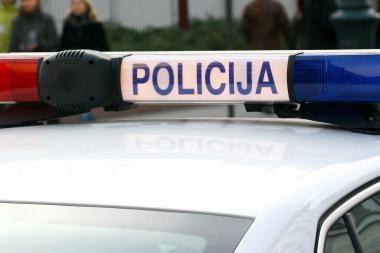Raseiniškis rėžėsi į tarnybinį policijos visureigį