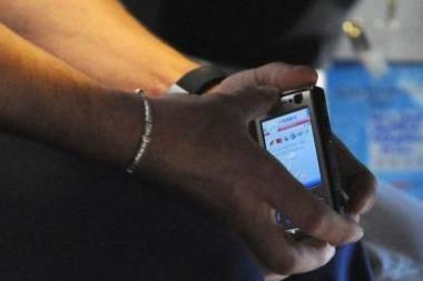 Iš egzamino už naudojimąsi mobiliuoju telefonu Vilniuje pašalintas abiturientas
