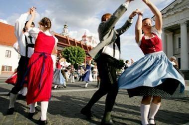 Vilniaus Rotušės aikštėje – šokių filmavimas