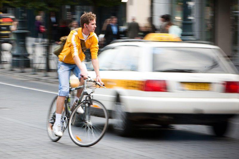 Dviratininkai – kelių eismo taisyklių įkaitai