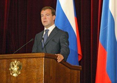 D.Medvedevas: Rusija tvirtai gins savo interesus