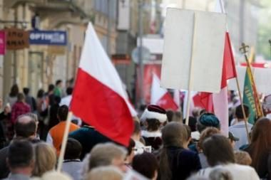 Prie Švedijos ambasados - mitingas prieš tariamą lenkų diskriminaciją