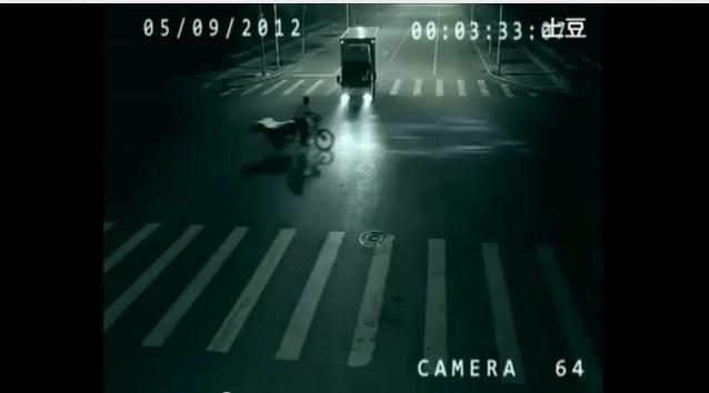 Kinijoje šviesoforo vaizdo kamera nufilmavo teleportaciją