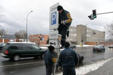 Apie mokamą stovėjimą jau informuoja ženklai