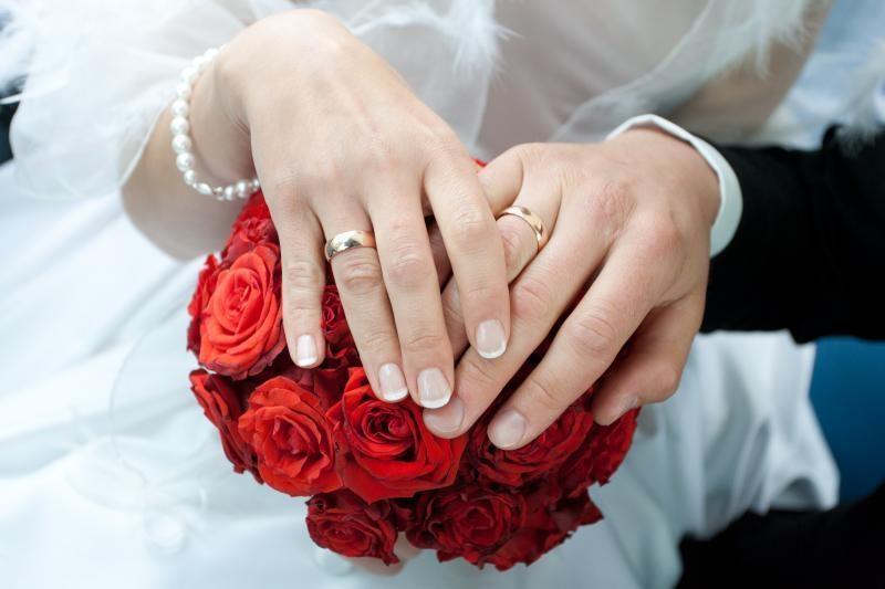 Teismai panaikino keturias fiktyvias lietuvių ir užsieniečių santuokas