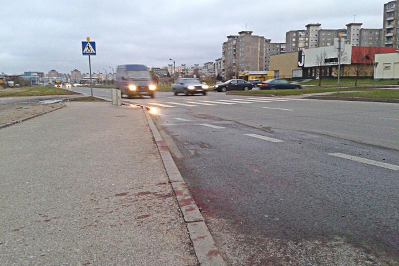 Krauju aplaistytą gatvę apšviesti pažadėjo tik po nelaimės