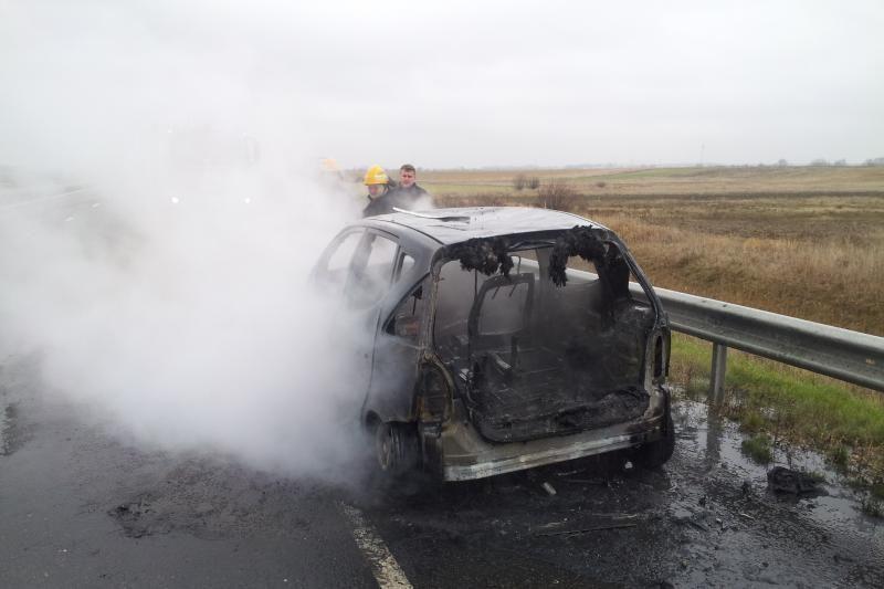 Kelyje Klaipėda – Palanga užsidegė važiuojantis automobilis (foto)