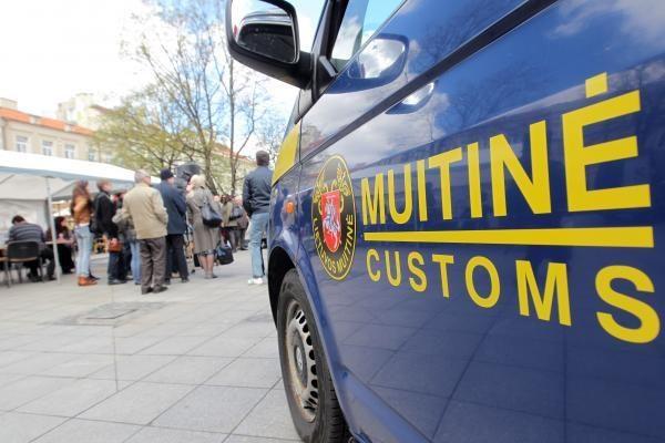 Pernai 58 Lietuvos muitininkai sulaukė įtarimų dėl korupcijos