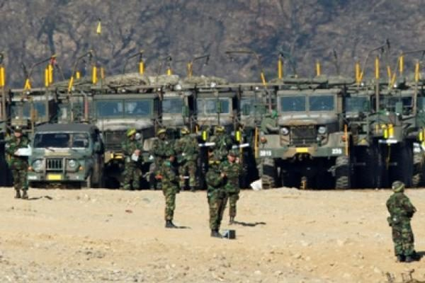 Šiaurės Korėjos artilerija apšaudė Pietų Korėjai priklausančią salą, esama sužeistųjų