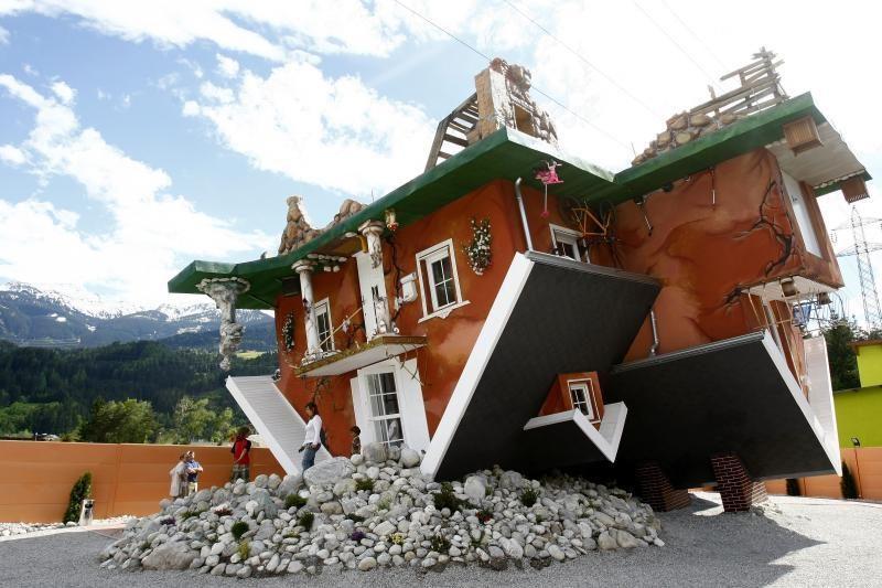 Austrijoje namas aukštyn kojom traukia turistus