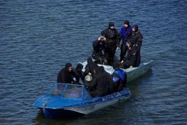 Platelių ežere per škvalą gelbėti buriuotojai