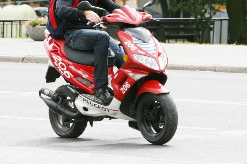 Motoroleriu važiavęs paauglys žuvo Telšių rajone