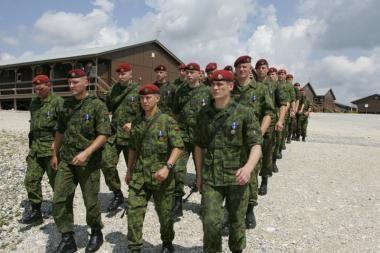 Lietuvos karių uniformos ateityje bus vienos spalvos