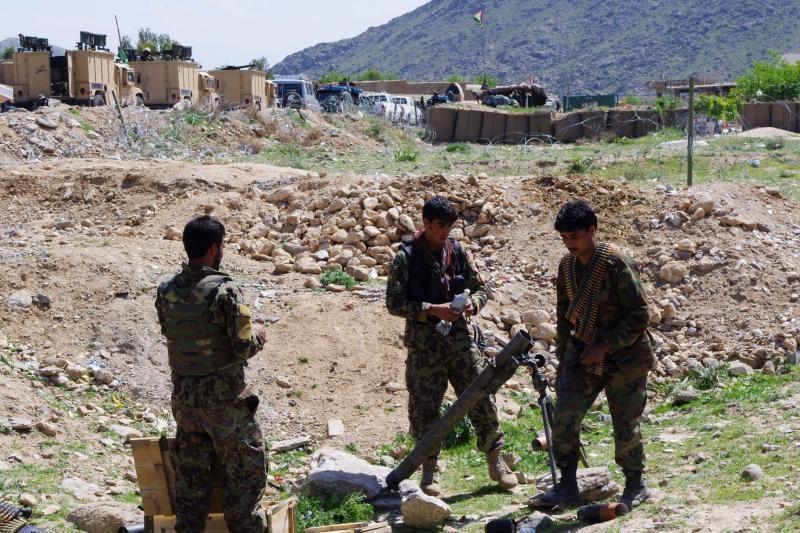 Afganistano rytuose užpuolus armijos postą nukauta 13 karių