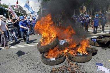 Lenkų darbininkai surengė protestą