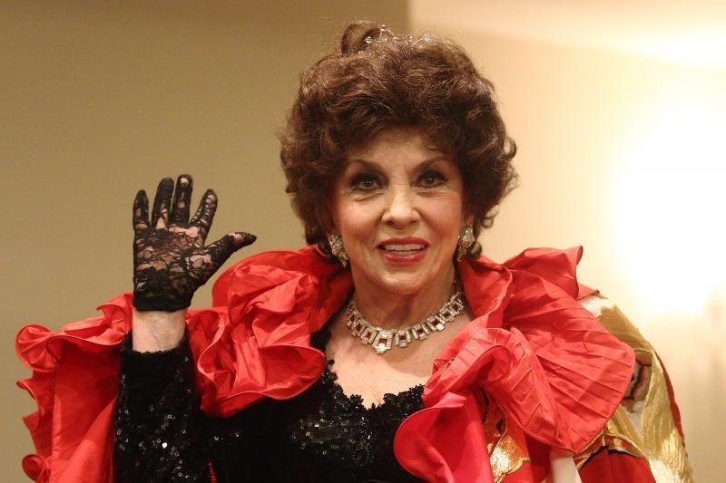 Italų aktorė G.Lollobrigida labdaros tikslais parduoda savo papuošalus