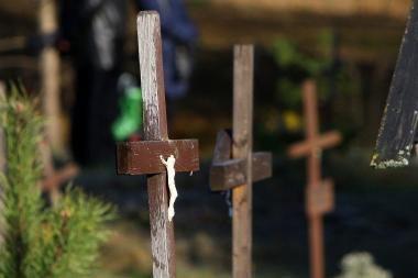 Metalų vagys nuo paminklo nuplėšė Jėzaus statulėlę