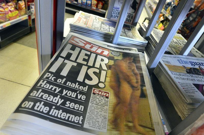 Princas Harry sako pats nuvylęs save nuotraukomis su nuogu užpakaliu
