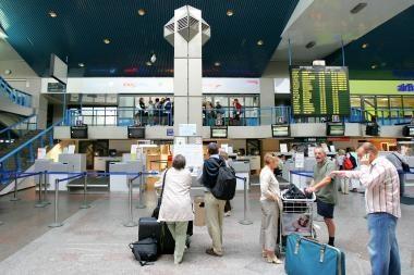 Oro uostai dirba normaliai, atšauktas tik vienas skrydis