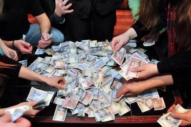 Dotacijos partijoms per porą metų sumenko keturiskart