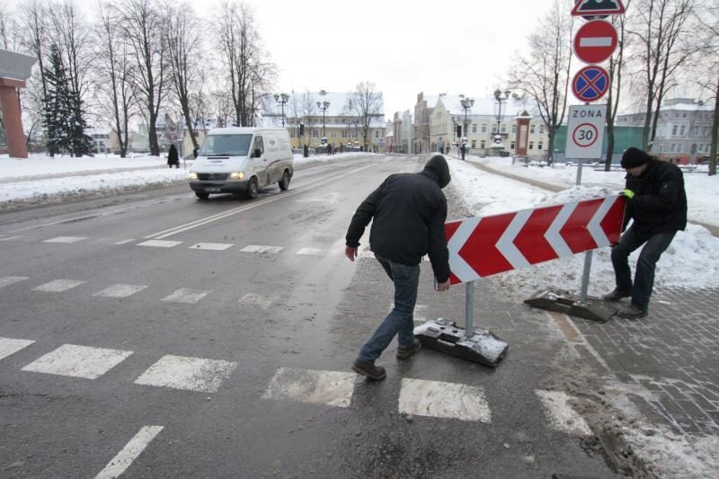 Transportas vėl gali važiuoti Tiltų gatve