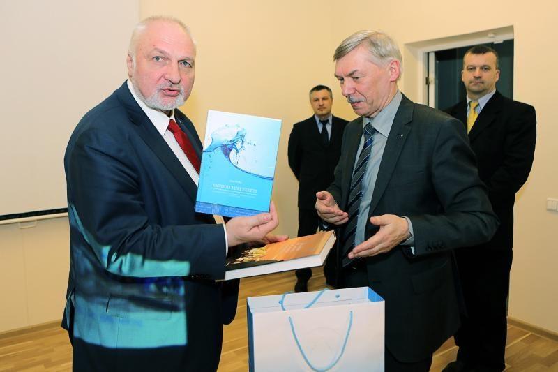 Aplinkos ministras V. Mazuronis Klaipėdoje ieškojo problemų