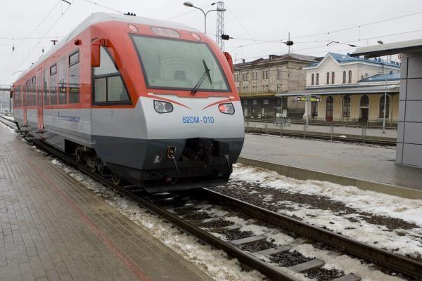 Ukrainos rytuose įvykusio autobuso ir traukinio susidūrimo aukų padaugėjo iki 42 (papildyta)