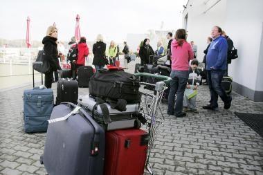Pernai iš Lietuvos emigravo beveik 35 tūkst. gyventojų