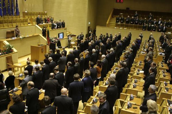 Seime prisiekė naujieji parlamentarai