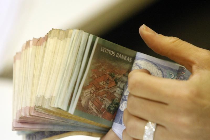 Apgautais pasijutę klientai iš DNB banko siekia prisiteisti milijonus