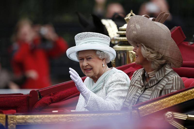 Karalienė Elizabeth II susikuklino dėl jubiliejaus iškilmių