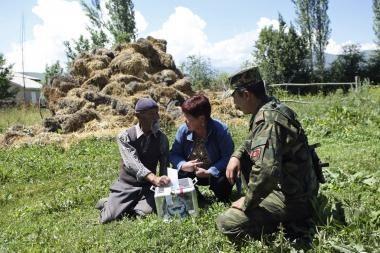 Kirgizijoje nepaisant perspėjimų vyksta referendumas dėl naujos konstitucijos