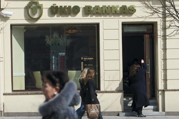 Ūkio bankas skatina klientus mokėti kortele