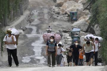 Žemės drebėjimas Kinijoje sugriovė dar 420 tūkst. namų