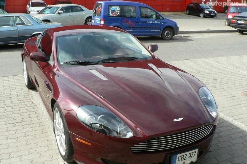 """Praskolinto """"Aston Martin DB9"""" niekas nenorėjo pirkti"""