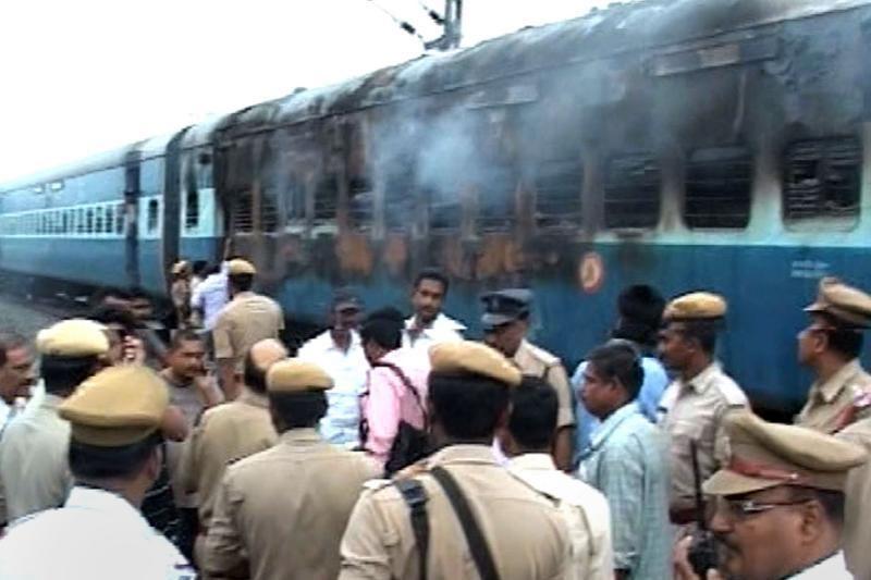 Indijos pietuose per gaisrą traukinyje žuvo 47 žmonės