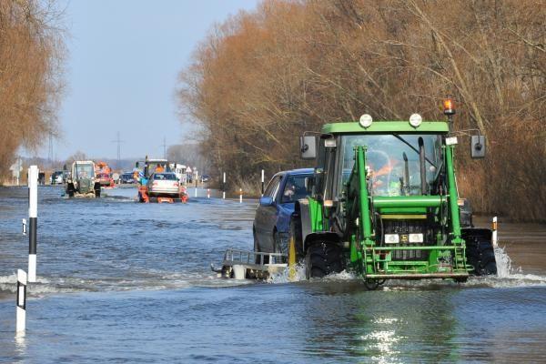 Vanduo kelyje Šilutė-Rusnė pakilo per pusmetrį