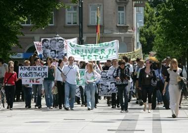 Finansų ministerija studentams stoja skersai kelio