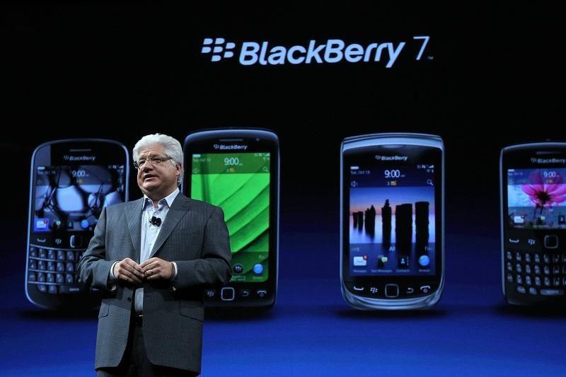 """Bando užkerėti pirkėjus naujuoju """"BlackBerry"""" telefonu"""