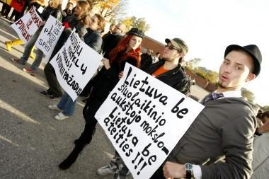Aukštųjų mokyklų darbuotojai piketuos prie Vyriausybės