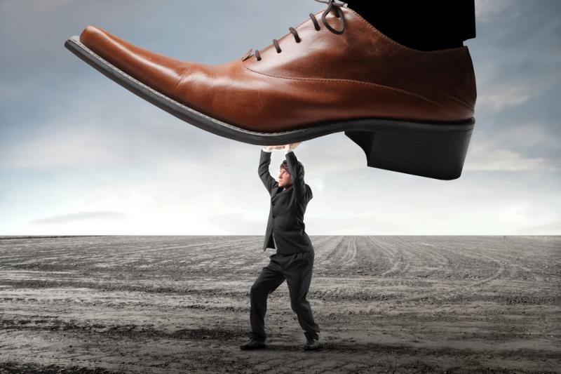 Bankų ir klientų santykiai išlieka nelygiateisiai
