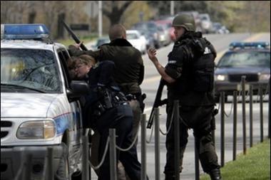 Skerdynės JAV: darbininkas nušovė tris žmones, penkis sužeidė