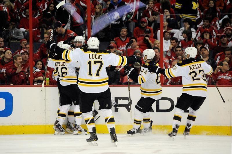 """Titulą ginantys """"Bruins"""" išlygino serijos rezultatą"""
