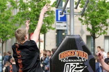 """Gatvės krepšinio turnyras """"Orange Virus"""" vyks prie """"Akropolio"""