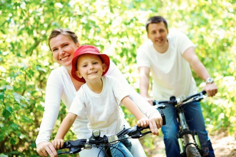 Beveik pusė lietuvių finansiškai remia savo suaugusius vaikus