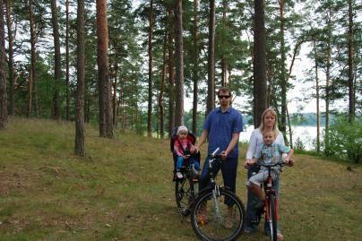 Meras poilsiaus su šeima Lietuvoje
