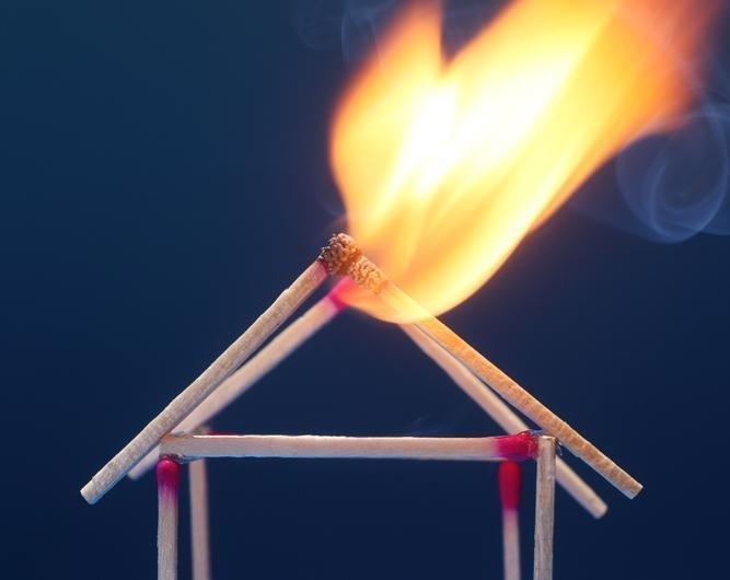 Kretingos rajone vaikai, išdykaudami su ugnimi, padegė kleboniją