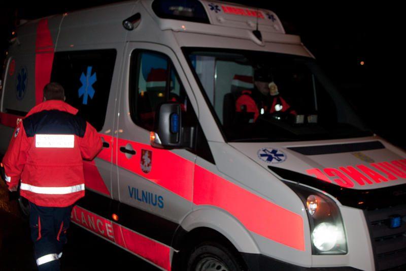 Molėtų plente – avarija, du žmonės išvežti į ligoninę