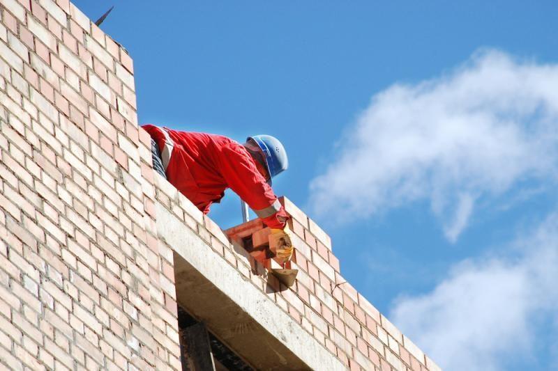 Daugiausiai šansų įsidarbinti turi statybininkai